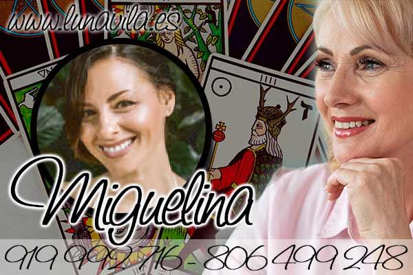 Miguelina no es sólo una médium, es una maestra ancestral con un tarot muy económico