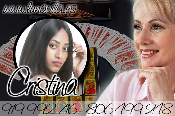 Cristina es una clarividente de nacimiento que trae un tarot muy económico y por teléfono
