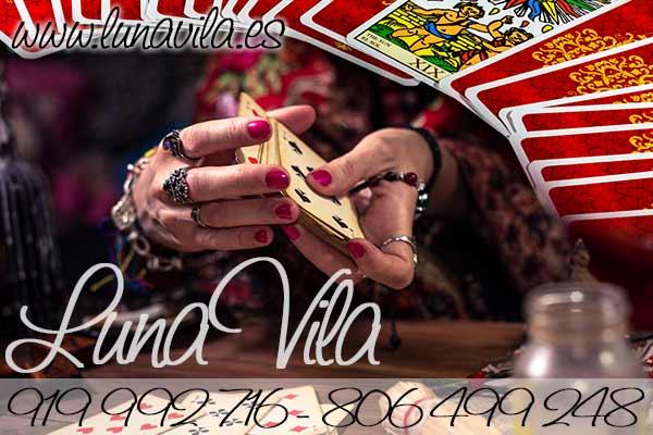 Sumérgete en el mundo de la cartomancia con todos los misterios que revela una verdadera adivina con su tarot del amor y tirada de cartas, prácticamente gratuitas